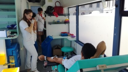 """100 de ploieşteni au donat sânge astăzi la centrul mobil. Campania """"N-avem sânge!"""" continuă în alte oraşe ale ţării"""