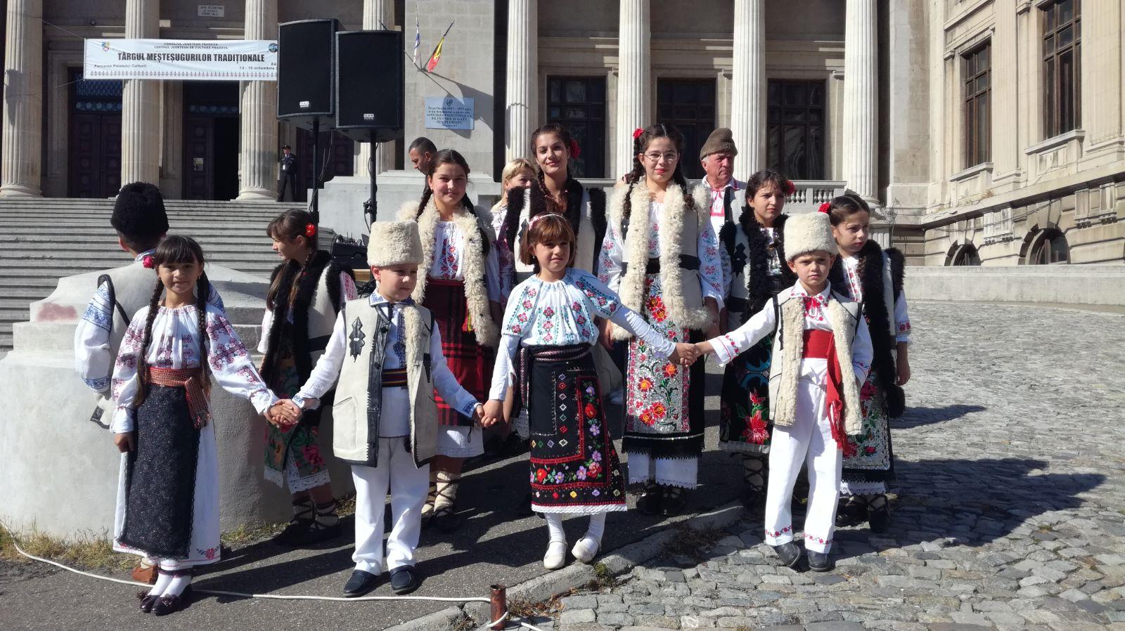Festivalul Datinilor de Crăciun şi Anul Nou, mâine la Ploieşti