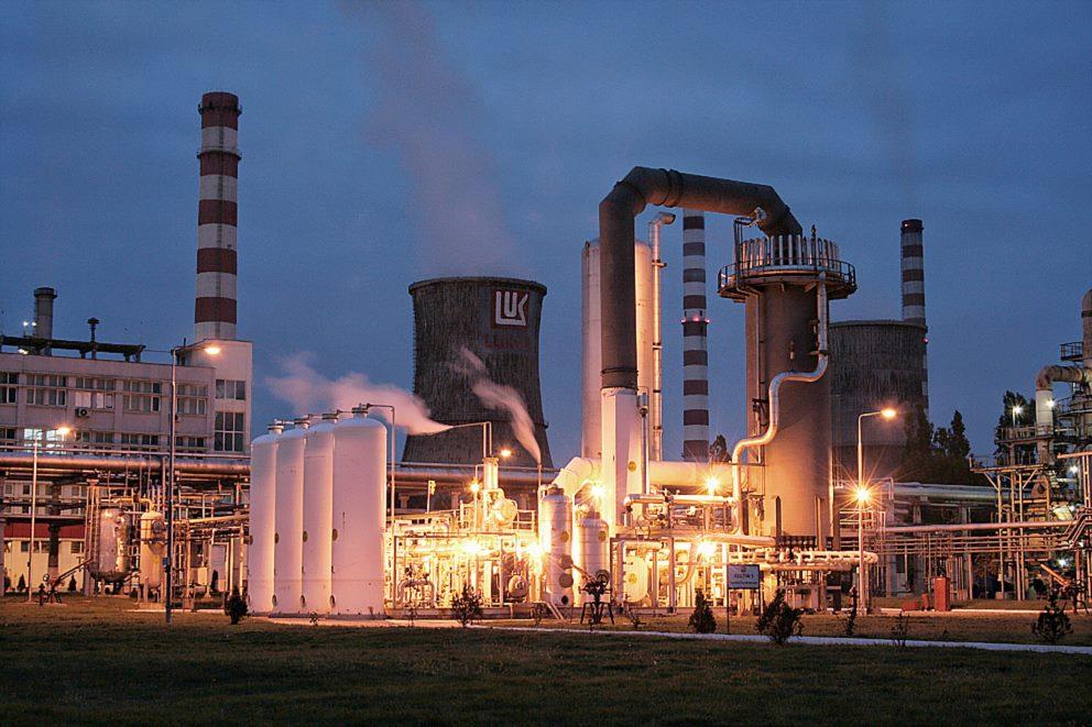 Rafinăria Petrotel Lukoil Ploieşti a terminat revizia tehnică. De mâine întră în procedură de pornire