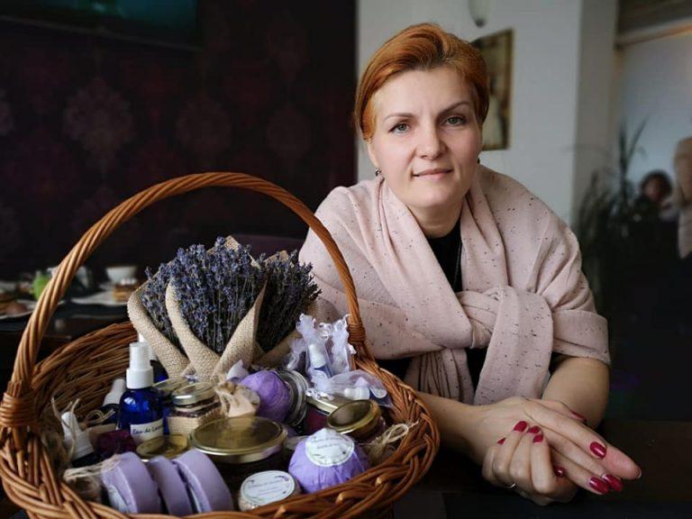 VIDEO-Cristina Miliţoiu a făcut o afacere prin întoarcerea la natură. AFLĂ povestea Grădinii de lavandă!