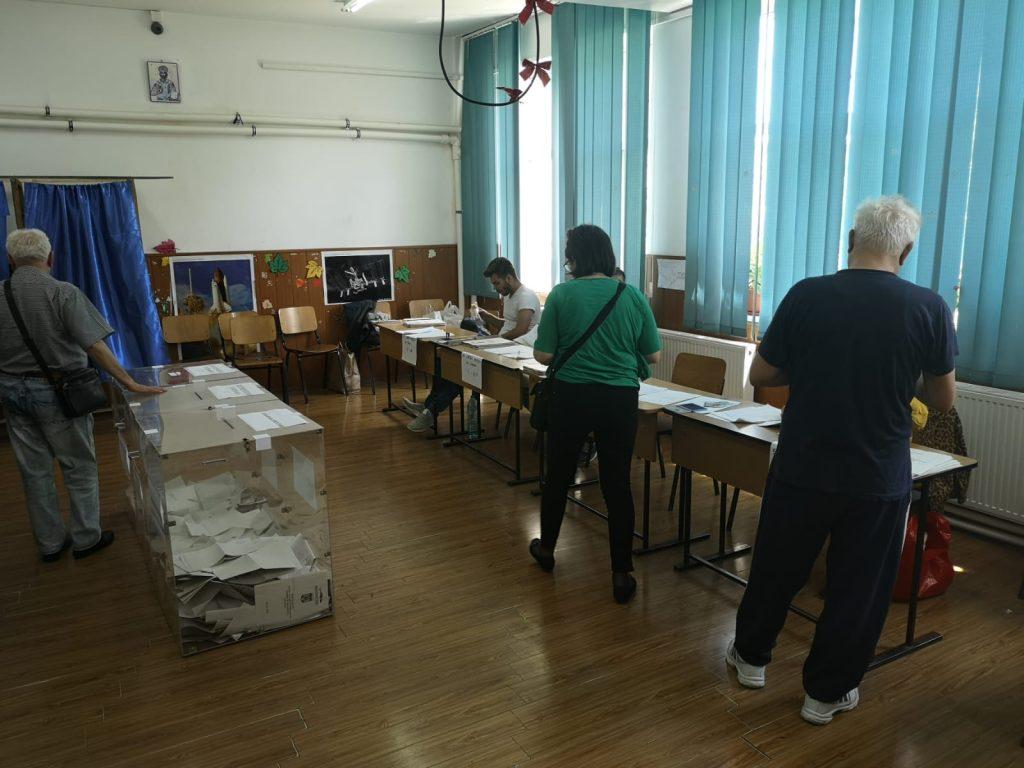 Prezența la vot în Prahova a depășit media națională. 52,16 % europarlamentare, 41,28% referendum