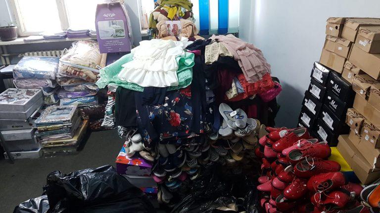 Mii de produse de toate felurile au fost confiscate de poliţişti la Ploieşti. Află de ce!