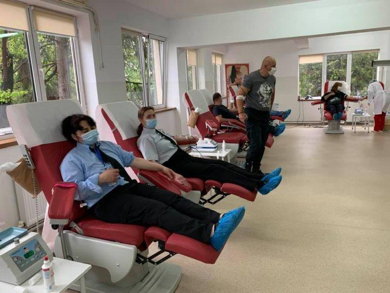 E nevoie de donatori de sânge! Angajaţii Direcţiei de Pază şi ai ISU Prahova, printre cei care s-au oferit să ajute
