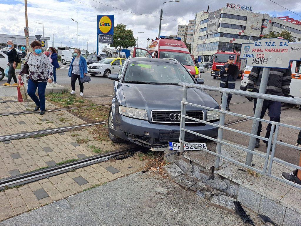 Foto în exclusivitate. Accident pe Şoseaua Vestului. Circulaţia tramvaielor este blocată