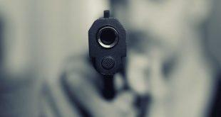 Tineri agresaţi cu pistol cu bile în faţa liceului UCECOM din Ploieşti. Doi băieţi au fost duşi la spital