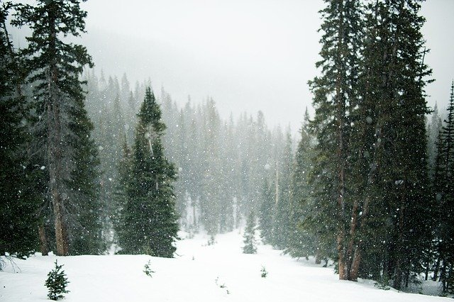 Risc mare de avalanșă în Munții Bucegi, Baiului și Ciucas