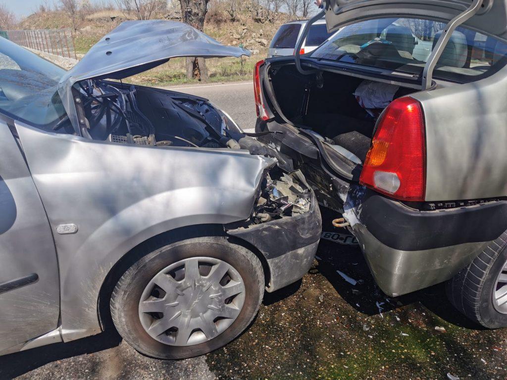 Cinci persoane dintre care doi copii au ajuns la spital după un accident la Podenii Noi