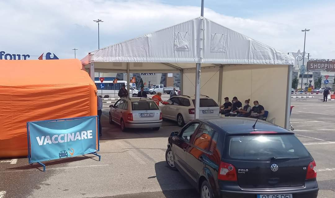 Vaccinare din maşină în parcarea Ploieşti Shopping City, în perioada 17-20 iunie