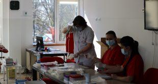 """50 de angajaţi ai DGASPC au """"dat o şansă vieţii"""" donând sânge"""
