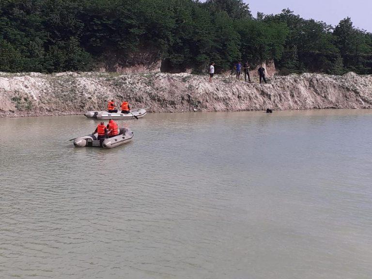 Copil in stare gravă la Gura Vitioarei, după ce a căzut în apa din balastieră