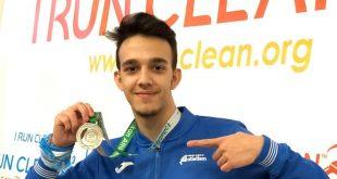 Video premiere-Un elev din Ploieşti este campion balcanic la atletism la proba de 400 de m